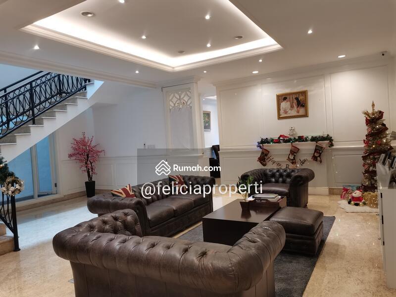Rumah Classic Modern Furnished #101323918