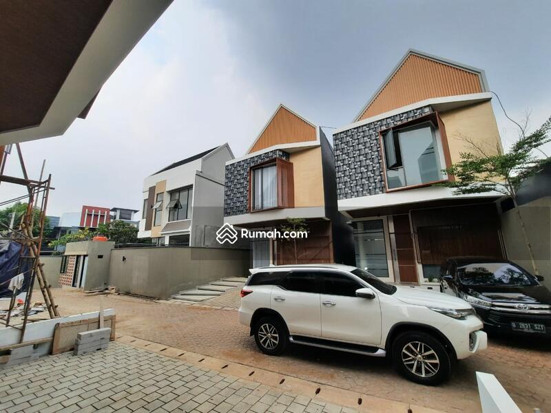 Townhouse Skandinavian Last Unit Dengan Sky Rooftop Di Jati Padang Selangkah Ke CBD Simatupang #107263108