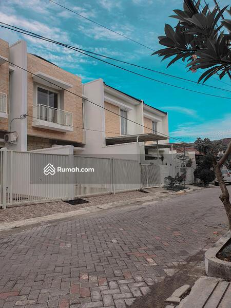 Rumah baru 3lantai dekat taman sutorejo #101449822