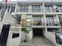 Dijual - CIPETE – RUMAH BANGUNAN 3 LANTAI DALAM TOWNHOUSE, PRIVATE POOL, LOKASI SANGAT STRATEGIS.