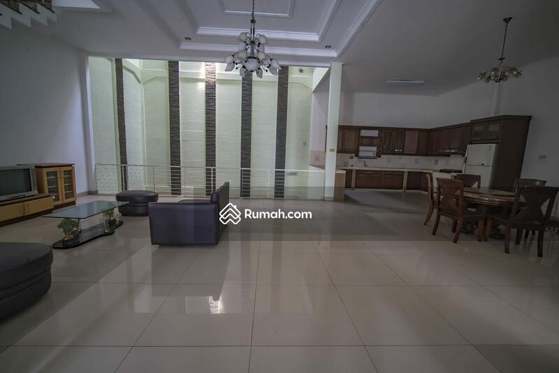 Rumah Sunter luas 300 m2, hadap timur lokasi strategis, 4 kamar tidur 2 1/2 lantai bebas banjir #101715022