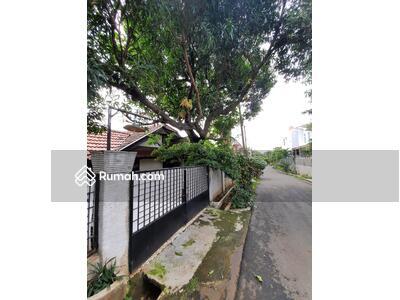 Disewa - Disewakan Rumah Luas dengan Lingkungan Asri di Duren Sawit, Jakarta Timur