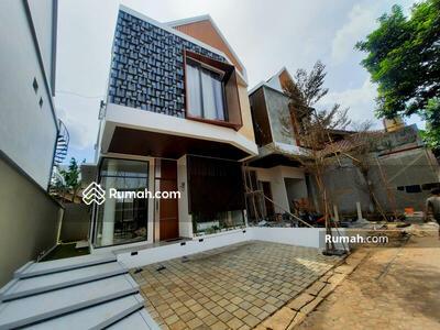 Dijual - Dijual Rumah Baru dengan Sky Rooftop lokasi Strategis di Jatipadang, Jakarta Selatan