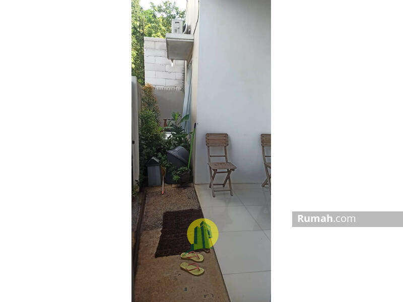 Rumah 2 Lantai di Gudang Timur Serpong Nempel BSD #102534722