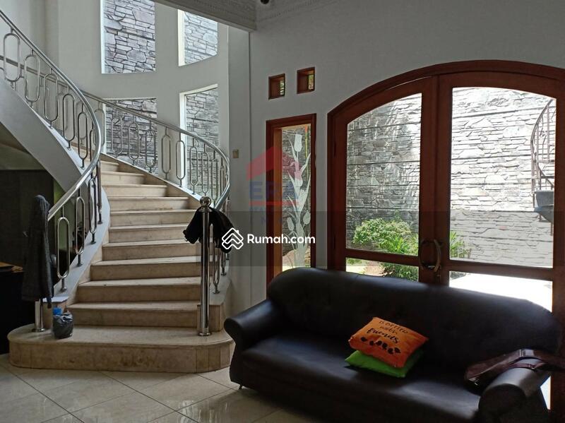 Rumah megah Mekar Wangi cluster depan. Lingkungan nyaman dan tenang. #102555336