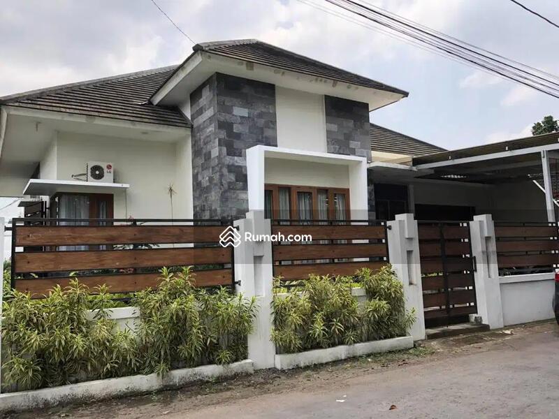 Rumah Tinggal Hoek Full Furnished Jl. Ring Road Utara, Sleman, Jogja #102600178