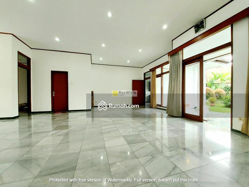 Rumah bagus terawat ex rumah kedutaan di Cipete #102617236