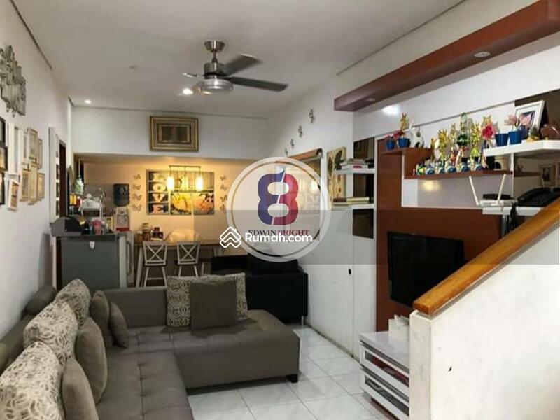 Rumah Dijual di Emerald District Bintaro Jaya Posisi Hoek Nyaman Cantik Terawat Bersih #102618006