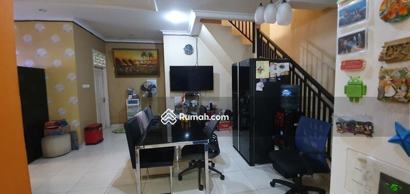 Rumah 2 1/4 lantai furnished siap huni di jalan sainin Kemanggisan Palmerah Jakarta barat #102678982