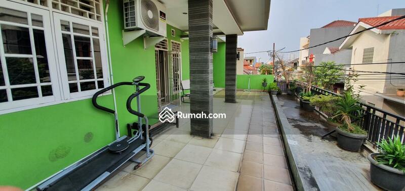 Rumah 2 1/4 lantai furnished siap huni di jalan sainin Kemanggisan Palmerah Jakarta barat #102678990