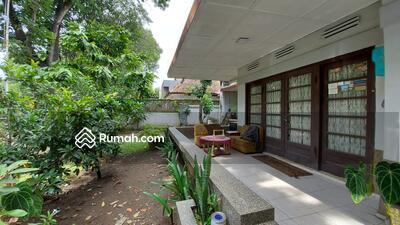 Dijual - Rumah Strategis Area Jalan Ahmad Yani, 2menit ke IBCC Cafe Bali, cocok untuk kantor / tempat tinggal
