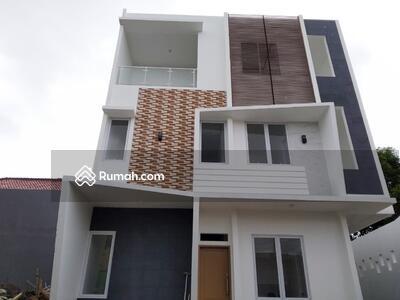 Dijual - Rumah mewah bata merah, 3 lantai cocok utk keluarga besar