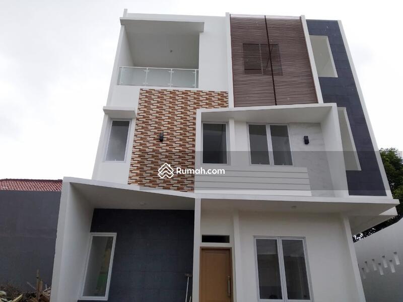 Rumah mewah bata merah, 3 lantai cocok utk keluarga besar #102852104