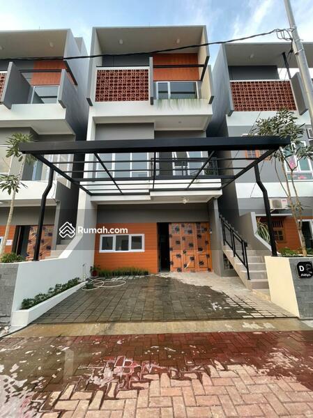 Rumah baru 3 lantai dekat pintu toll #106839708