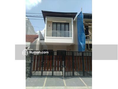 Dijual - Rumah Mewah 2 Lantai akses 2 mobil di Rawamangun