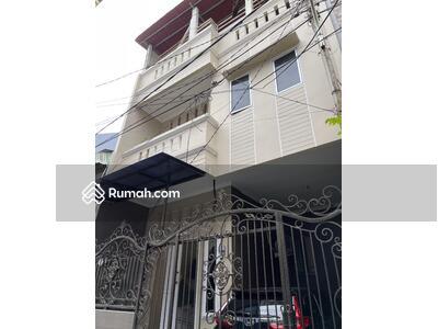 Dijual - Rumah 3 lantai di Pandemangan I