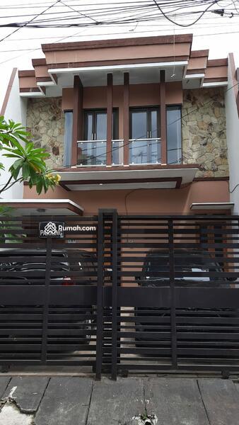 Rumah cantik di jual cepet di Jakarta Timur #104039230