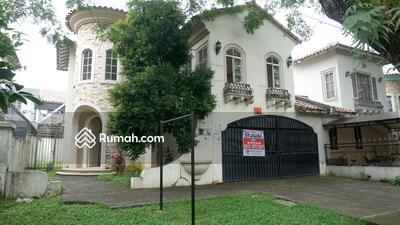 Dijual - Rumah 2 Lantai Gaya Amerika Luas dan Asri