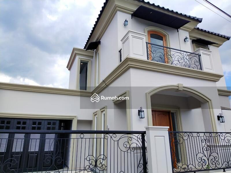 Rumah mewah mediterania dekat tajem Wedomartani #104400644
