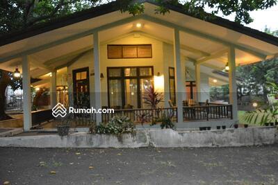 Dijual - Design rumah yang elegance, unik & kokoh, Halaman yang luas