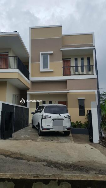 Rumah 2 lantai view pegunungan Ciater Jawa Barat #104469302