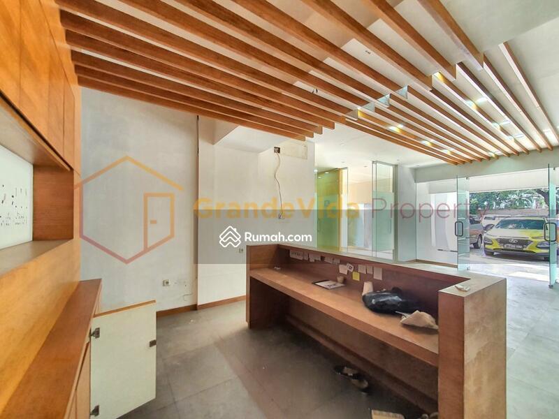 Kebayoran Baru – Gedung Berada Di Pinggir Jalan Raya, Parkir Luas, Kondisi Bekas Salon Siap Pakai. #104884994