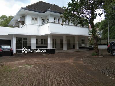 Disewa - Rumah besar bergaya klasik 2 lantai di Menteng Jakarta pusat