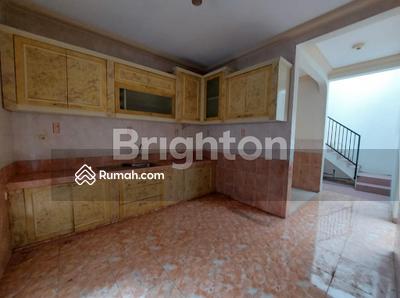 Dijual - Rumah 2 lantai dengan design menarik fullfurnish di Perum Istana Dieng Malang