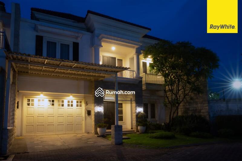 Rumah 2 lantai di Perum Jemursari Regency, Surabaya #105179118
