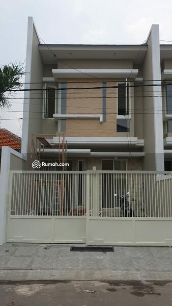 Rumah Baru di Manyar Tirtoyoso Selatan Surabaya #106241570