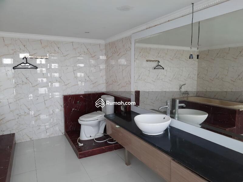 Di jual Rumah Mewah 2 lantai ada kolam renang di  Legenda Wisata. Cibubur. #105187540