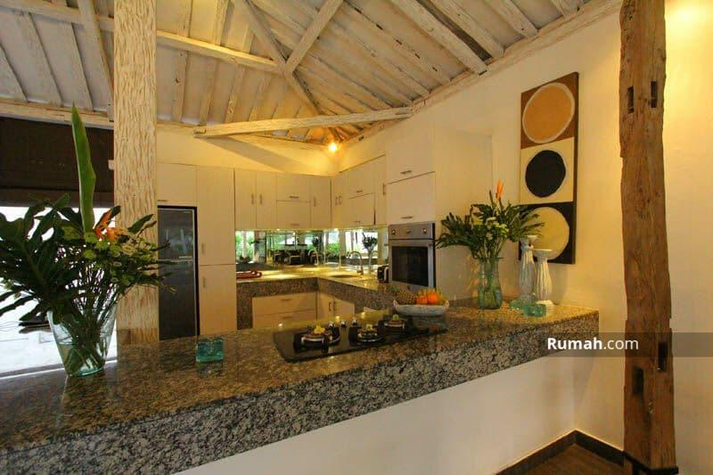 FOR RENT 5 BEDROOMS VILLA IN UMALAS JOGLO STYLE #105187626