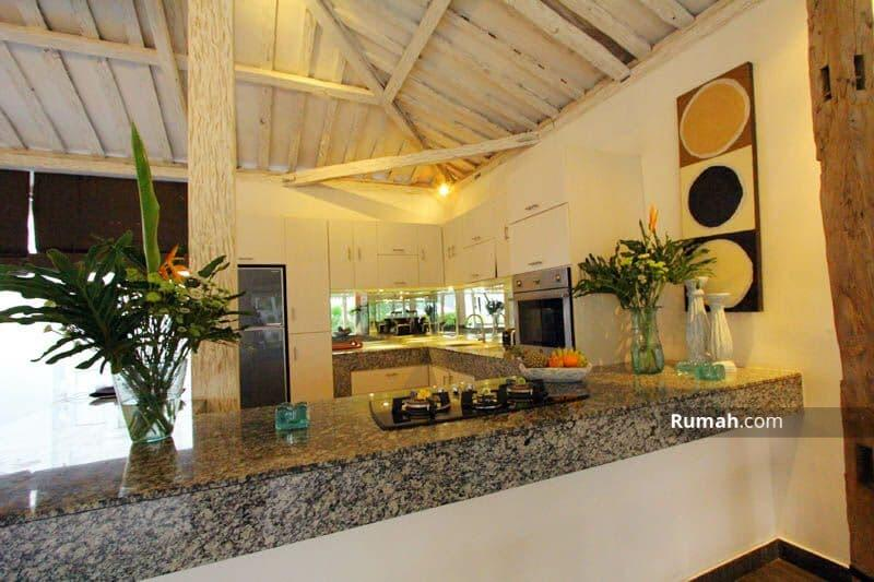 FOR RENT 5 BEDROOMS VILLA IN UMALAS JOGLO STYLE #105187636