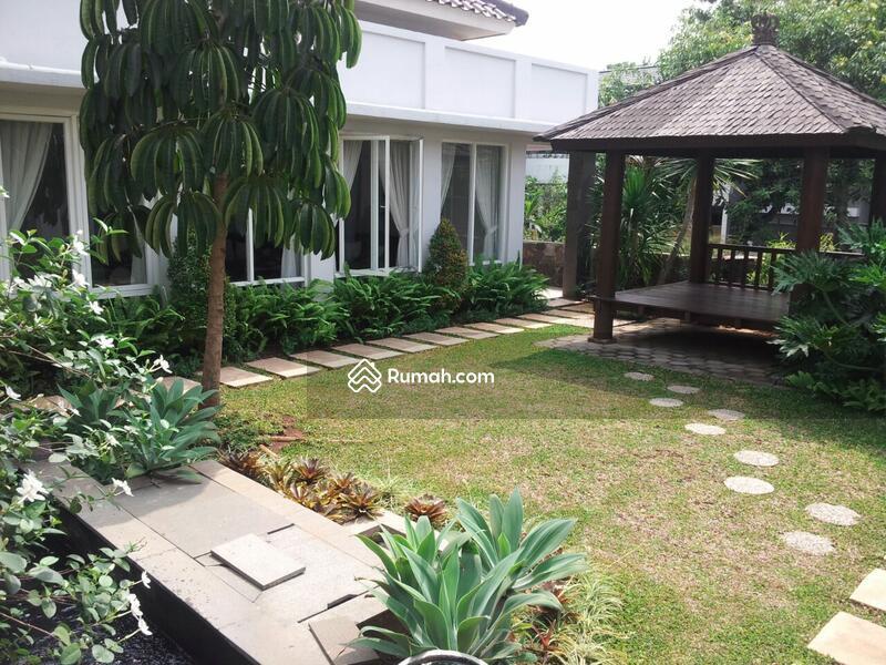 Di Jual RUMAH MEWAH Klasik MODERN Lokasi Nyaman strategis Di Bintaro Jaya #105201570