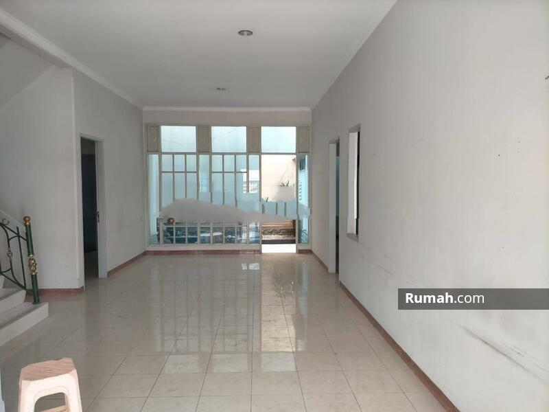 Rumah Cantik Daerah Jelambar, Jakarta Barat #105203364