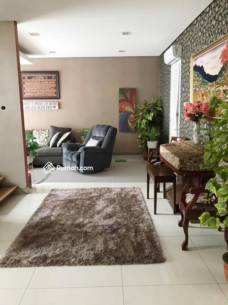 Rumah di jual, cantik dan strategis #105205400