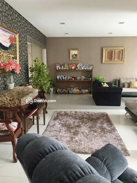 Rumah di jual, cantik dan strategis #105205406