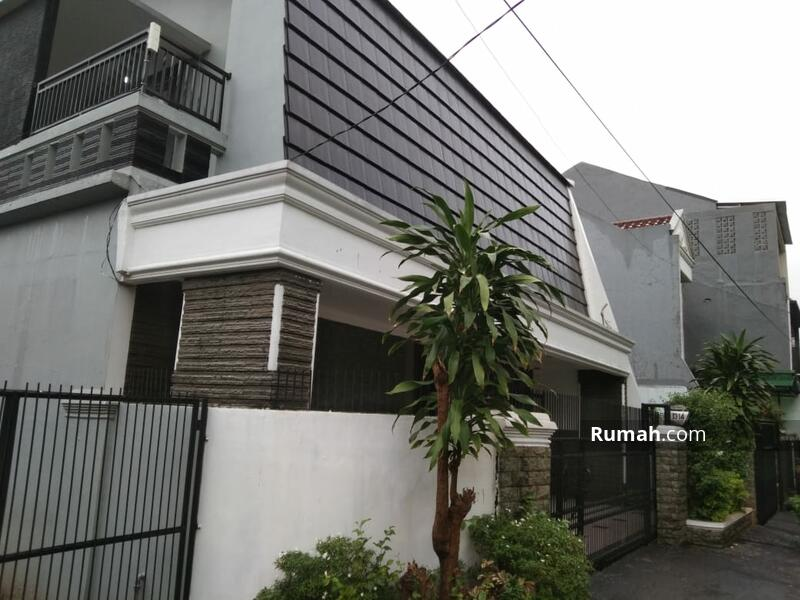 Rumah mewah dalam komplek perumahan pondok kelapa jakarta timur #105206998