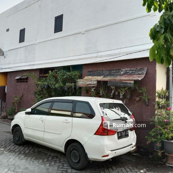 Rumah 2 lantai  lokas dekat raya waru #105209796
