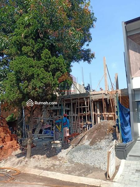 Rumah Minimalis Modern 2 Lantai Di Singgasana Pradana #105221336