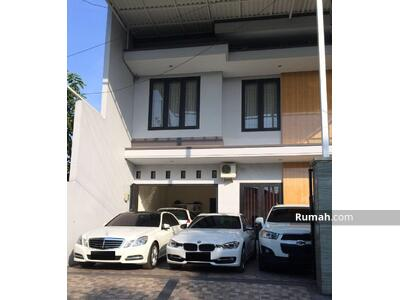 Dijual - Dijual Rumah 2 Lantai Siap Huni di Darmo Baru Barat