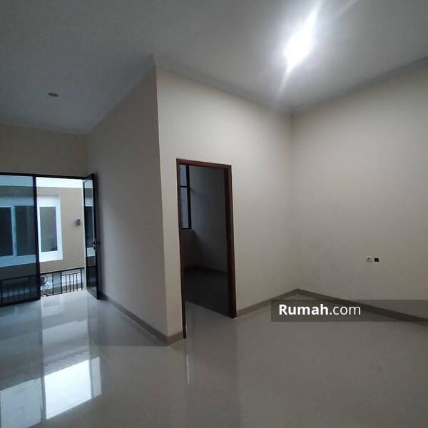 Rumah Modern Minimalis Jagakarsa Jakarta Selatan #105255774