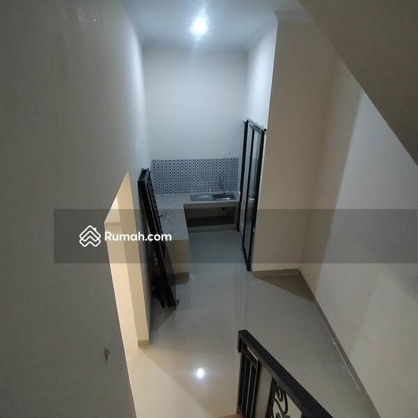 Rumah Modern Minimalis Jagakarsa Jakarta Selatan #105255776