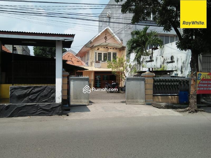 Dijual Rumah 2 lantai Pusat Kota di Jalan Pandegiling, Surabaya #105313376