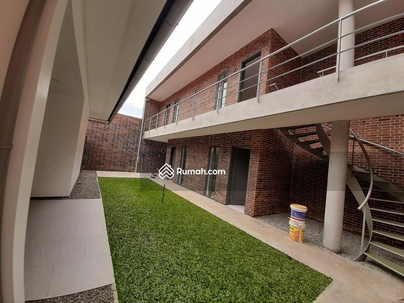 Dijual Rumah Baru 1,5 Lantai Retro Modern Minimalis di Sayap Riau #105431818