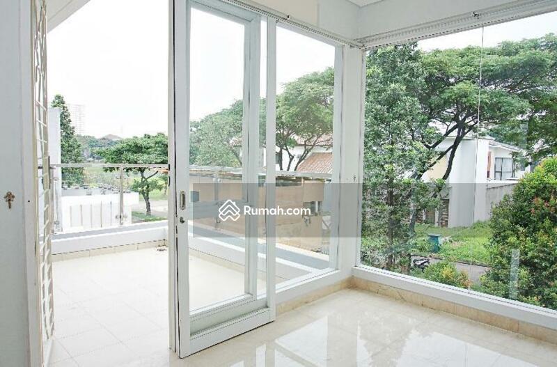 New House di kawasan elit Vassa lake lippo cikarang #105485782
