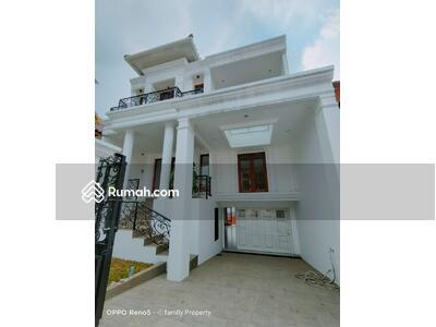 Dijual - Rumah classic baru di area Petukangan M saidi Jakarta Selatan