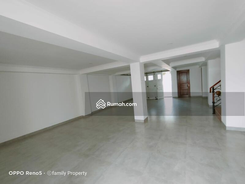 Rumah classic baru di area Petukangan M saidi Jakarta Selatan #105640284
