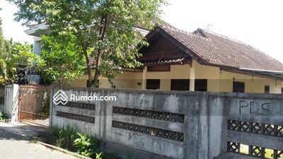 Disewa - Rumah cocok untuk kantor parkir luas lingkungan nyaman kebo iwa denpasar barat