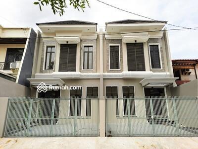 Dijual - CLASSIC DESIGN! Rumah minimalis Darmo Permai Timur